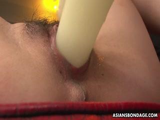 Молодая азиатку ебут большим членом и кончают
